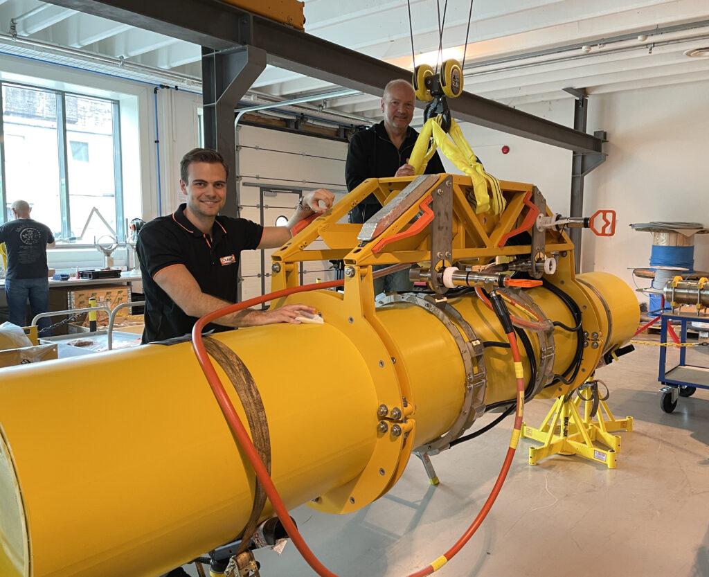 Mads Kallestadbakken, Project Engineer, and Hans Rune Torsvik, Instrument Technician, making the final preparations before FAT for the Subsea CEM